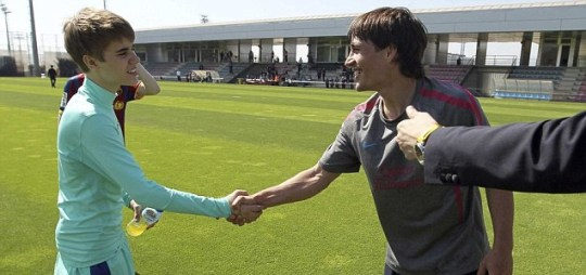 Barcelona's Bojan shakes teenage pop sensation Justin Bieber's hand after training