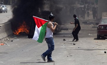 Israeli troops open fire on Palestinian protesters at border crossings