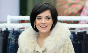 Lily Allen angered after 'Ryanair charges to print her boarding pass'