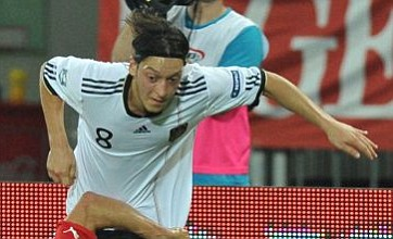 Mesut Ozil rejects talk of Manchester United transfer after contact is revealed