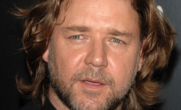Russell Crowe in talks to play Superman's father Jor-El