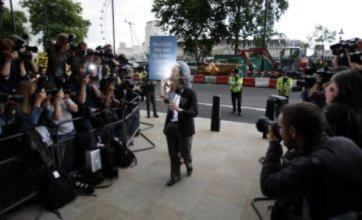 Rupert Murdoch's Commons hearing disrupted by protesters