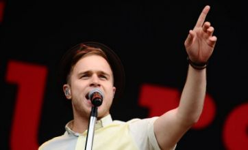 Olly Murs beats Calvin Harris to number one spot in UK singles chart