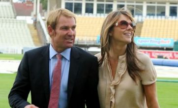 Shane Warne 'slaps makeup on like a girl', reveals Elizabeth Hurley