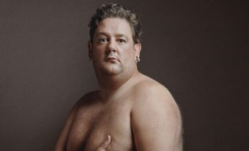 Johnny Vegas recreates Demi Moore's naked pregnancy pose