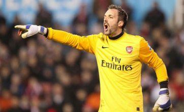 West Ham sign Arsenal keeper Manuel Almunia in emergency deal