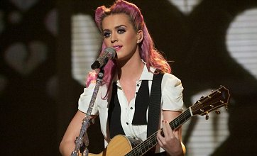 Katy Perry ditches wedding ring for X Factor acoustic performance