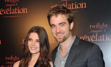 Robert Pattinson trims beard for Twilight: Breaking Dawn premiere