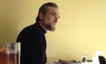 First look at Daniel Day-Lewis as Abraham Lincoln in Spielberg film