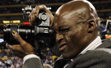 Seal puts Heidi Klum split behind him to turn photographer at Super Bowl