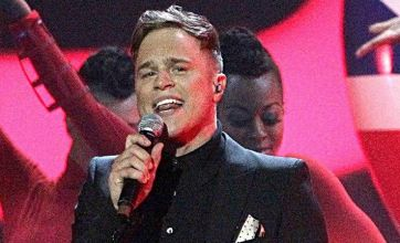 Olly Murs fails to distract Mollie King from pancakes with Brits performance
