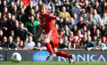 Hamburg coach keen on Liverpool forward Dirk Kuyt