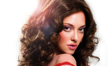 Amanda Seyfried poses as 70s porn star in Lovelace movie poster