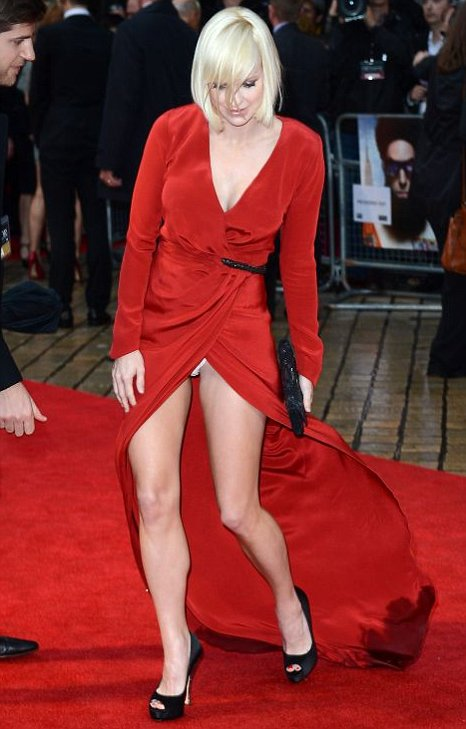 Anna Faris Flashes At The Dictator Premiere Caption