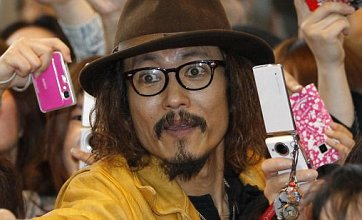Johnny Depp runs into Japanese lookalike at Dark Shadows premiere