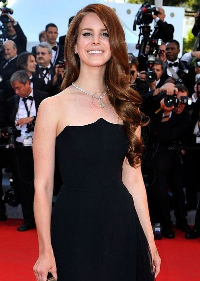 Lana Del Rey: I plan to be like charity queen Angelina Jolie