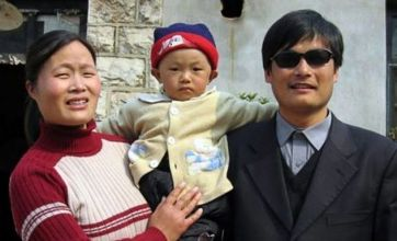 Blind Chinese activist Chen Guangcheng flies to the US