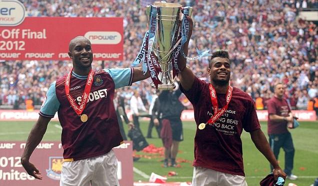 West Ham United's Carlton Cole and Ricardo Vaz Te