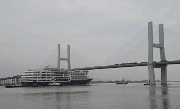 Bridge over troubled waters leaves its mark on luxury liner in China