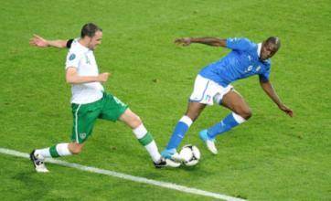 Gary Neville: England shouldn't wind up Italy's Mario Balotelli