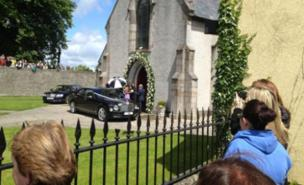 Fans gathered to see the guests arrive at Una Healy and Ben Foden's wedding (Twitter/chemicalcords)