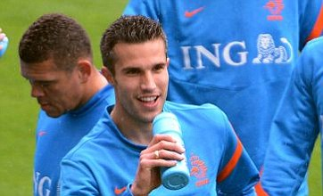Arsenal waiting for right time to reveal Robin van Persie plan