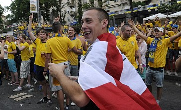 England and Sweden fans put differences aside to sing Wonderwall