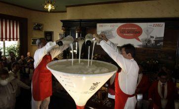Cuban bar mixes world's largest daiquiri cocktail