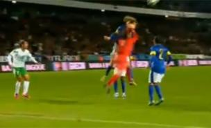 Diego Alves mistook David Luiz's head for the ball (YouTube)