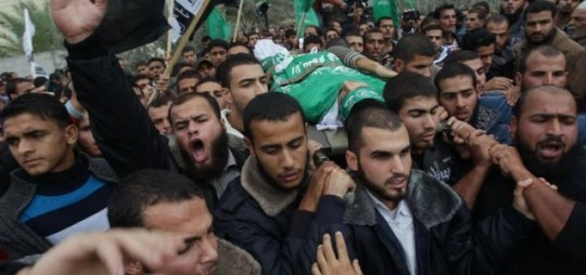 Palestinians carry the body of Anwar Qdeih