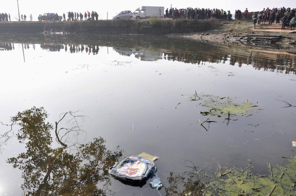 Chinese minivan crash kills eleven children