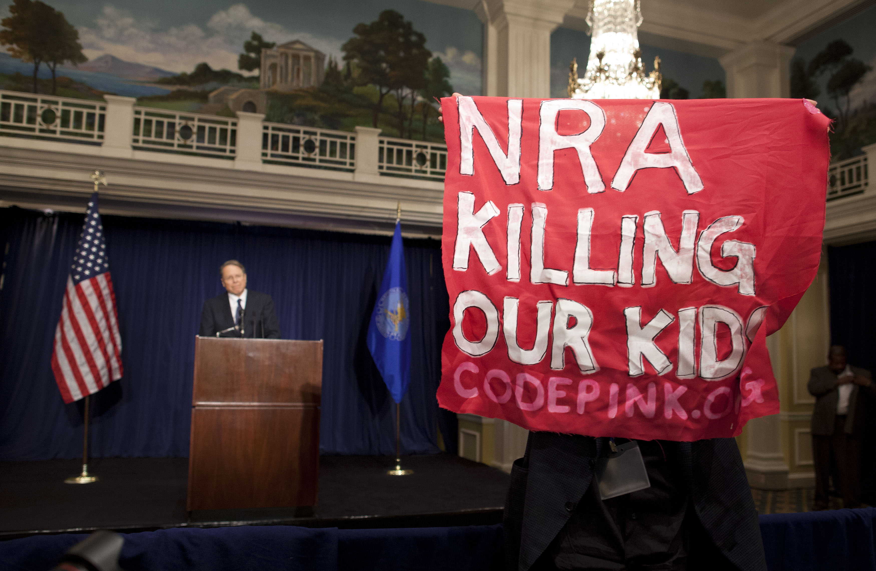 Protests as NRA calls for armed guards in schools after Newtown shooting