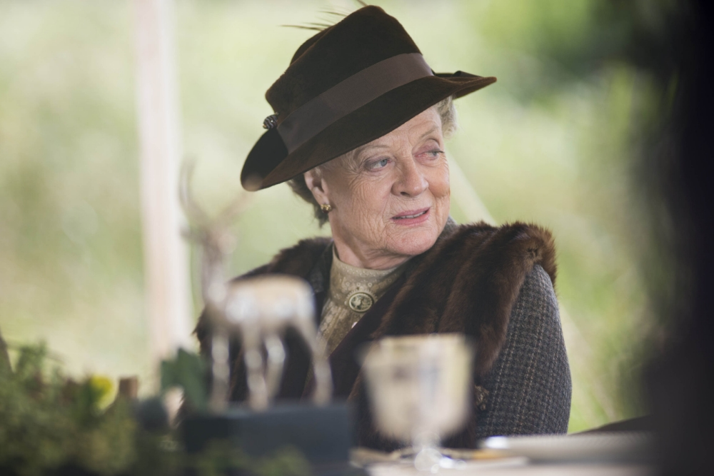 Maggie Smith will 'definitely return' to Downton Abbey for next series