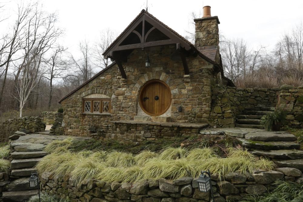 JRR Tolkien fan builds Hobbit house in his back garden