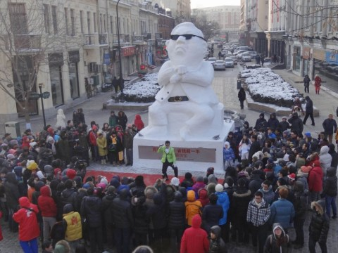 Giant Psy snowman goes Gangnam Style in China