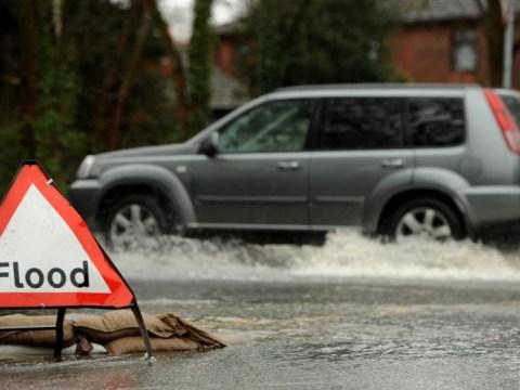 UK Floods cause chaos as Christmas getaway begins – 22 December 2012