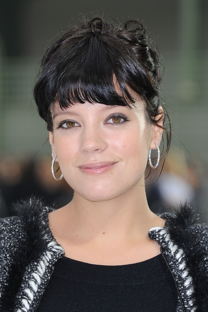 Lily Allen suffers embarrassing nipple leakage after forgetting her nursing pads on day outing