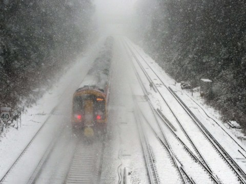 Heavy snow begins to fall bringing travel chaos across UK