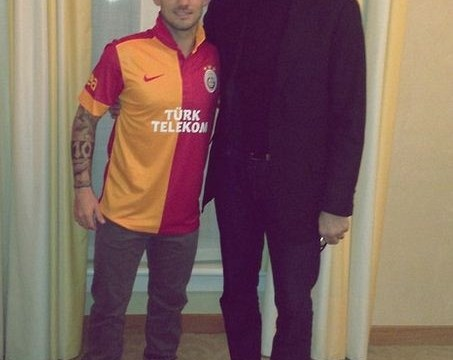 Wesley Sneijder ends Liverpool transfer hopes by joining Galatasaray