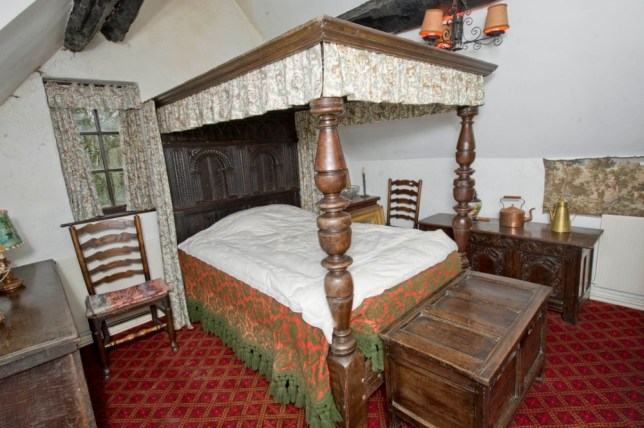 17th century bed