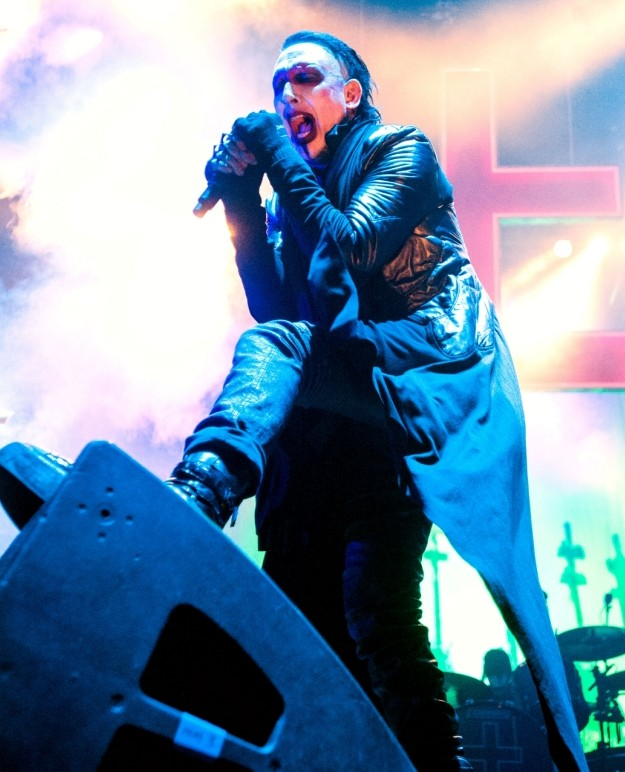 Video Marilyn Manson Recovering After Collapsing On Stage -1300