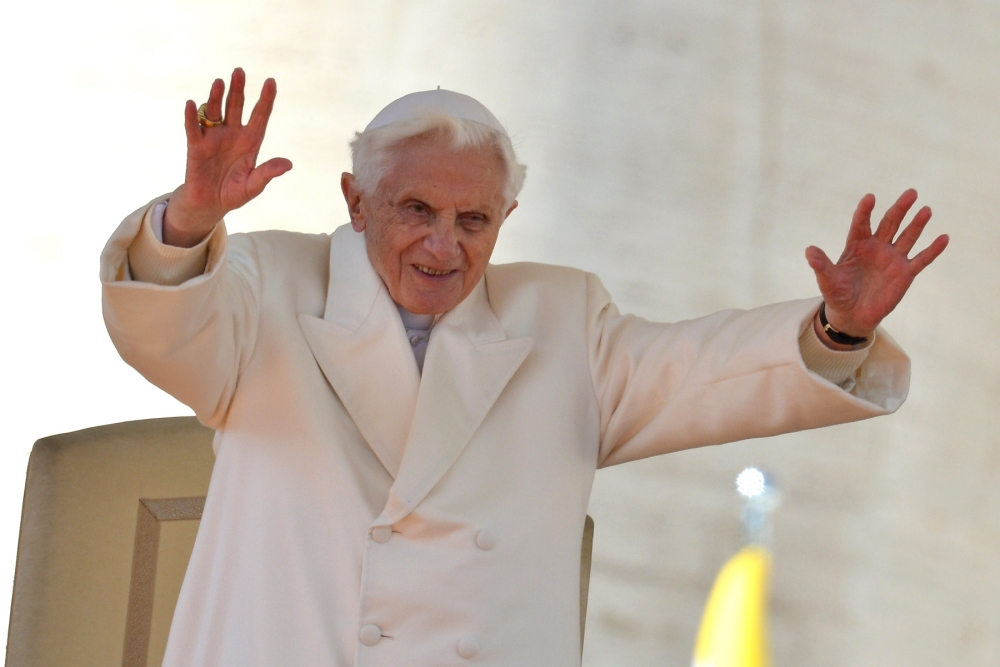 'Thank you for your prayers,' Pope Benedict XVI tells Britain as he holds final general audience