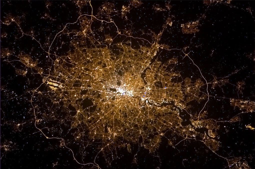 Astronaut Chris Hadfield tweets stunning picture of London from space