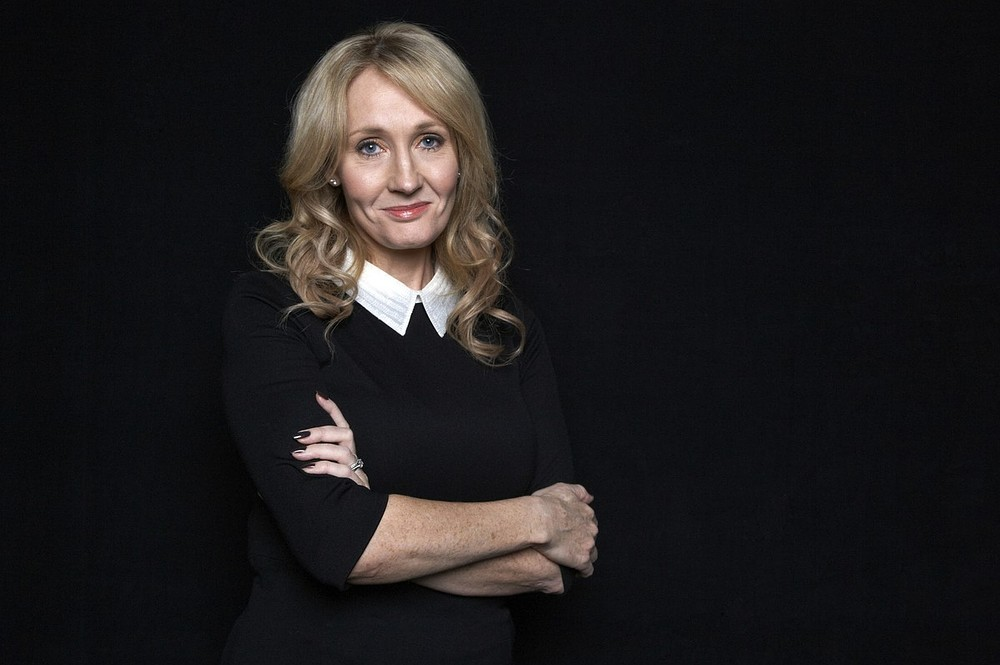 Author J.K.Rowling says the government has let down the victims of phone hacking