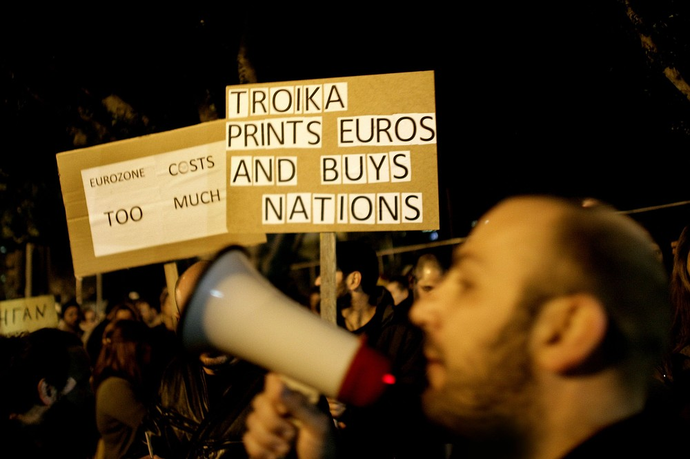 Screws tightened on cash as Cyprus rallies its banks