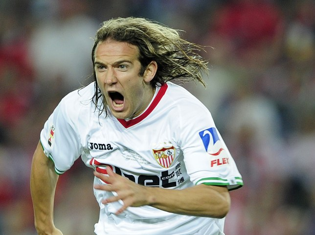 Sevilla's midfielder Diego Capel celebra