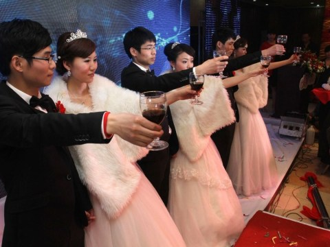 Chinese triplet brothers get married on the same day