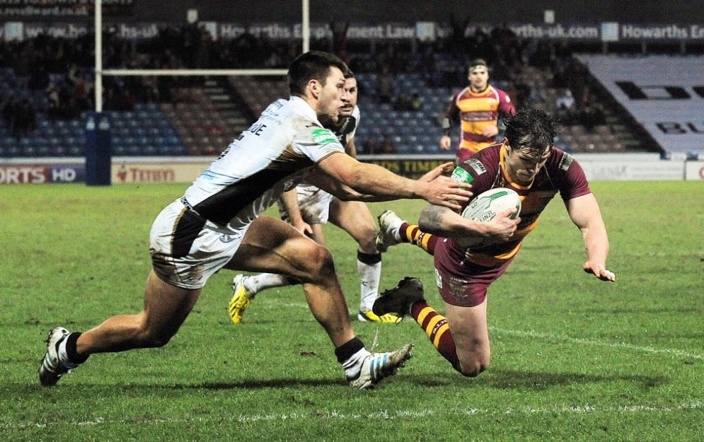 Rugby League - Huddersfield Giants v Hull FC - Super League - The John Smith's Stadium - 16/3/13  Huddersfield Giants' Scott Grix (R) scores their fourth try   Mandatory Credit: Action Images / John Rushworth  Livepic