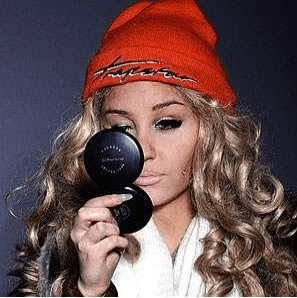 Amanda Bynes unveils drastic new look with cheek piercings and heavy make-up