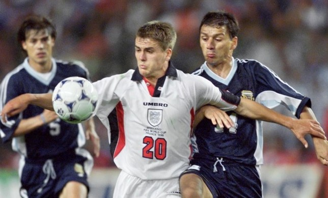 a5a02f2b85 FOOTBALL WORLD CUP (2ND ROUND) ARGENTINA 2 ENGLAND 2ARGENTINA. Finisher: Michael  Owen ...